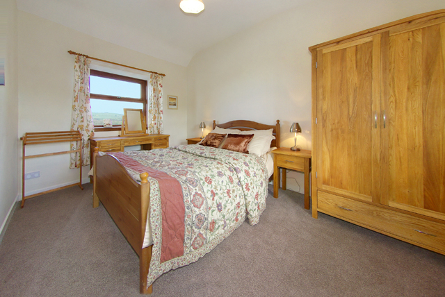 Double Bedroom with dresser in The Cotthouse